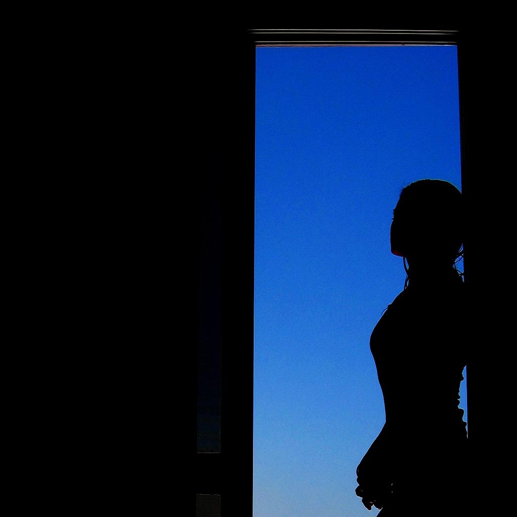 silhouette-door